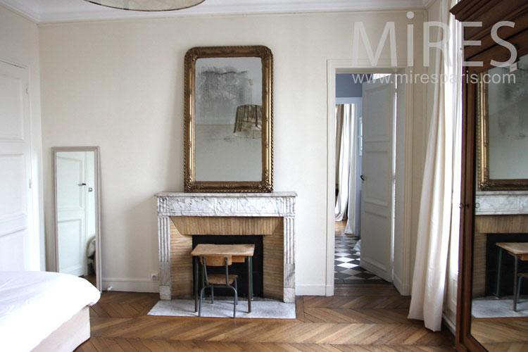 Sober retro room. c1114