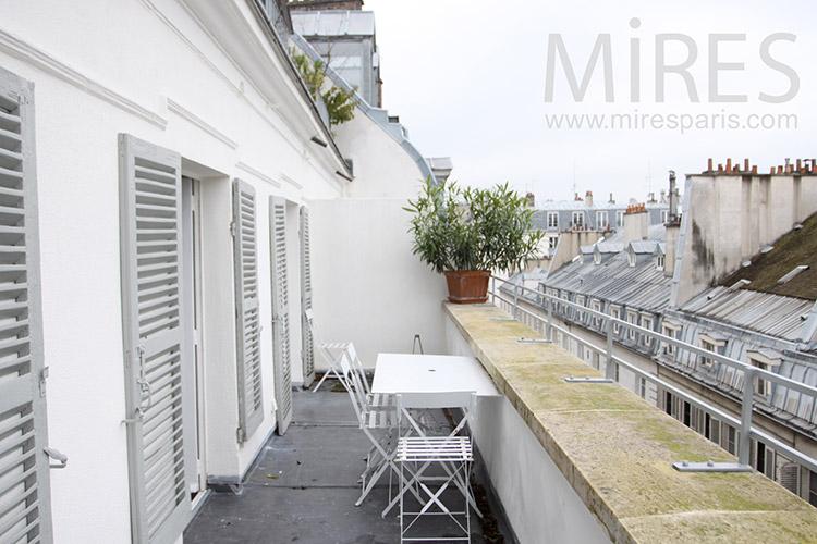 Balcon terrasse à la parisienne. C1124