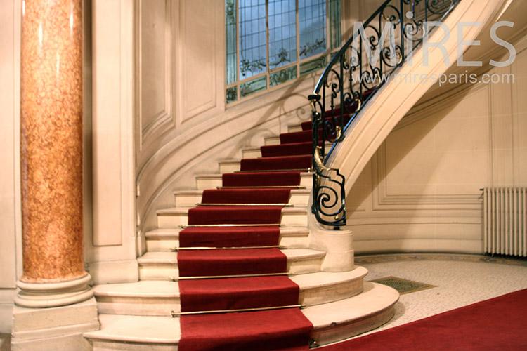 Escalier de prestige et tapis rouge c1132 mires paris - Tapis pour escalier en bois ...