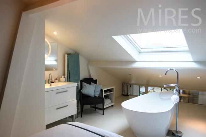 chambre avec baignoire centrale c1143 mires paris. Black Bedroom Furniture Sets. Home Design Ideas