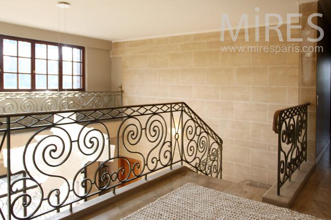 Cage d'escalier forgé de main de maître. C1157