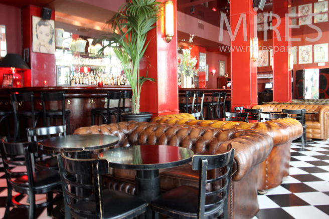 Salle de restaurant à damier. C1159