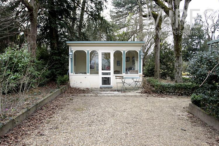 Mignon pavillon de jardin. C1164