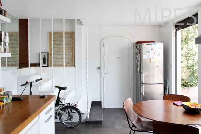 Cuisine moderne avec terrasse. C1177