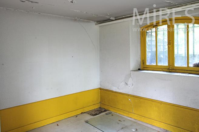studette au sous sol c1179 mires paris. Black Bedroom Furniture Sets. Home Design Ideas