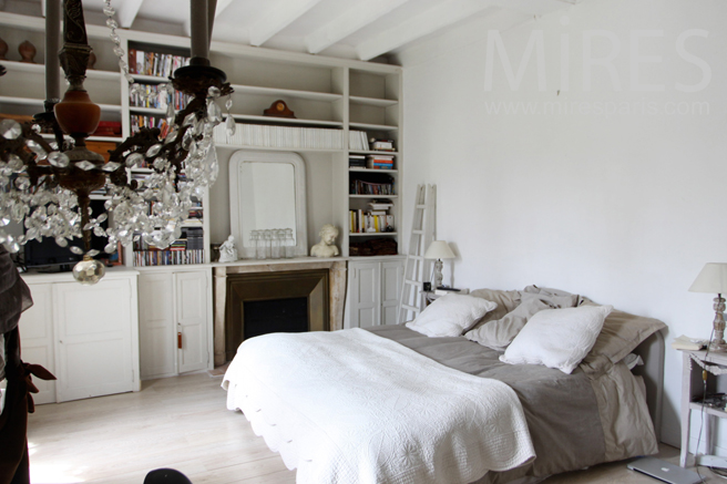 petite chambre avec chemin e c0131 mires paris. Black Bedroom Furniture Sets. Home Design Ideas