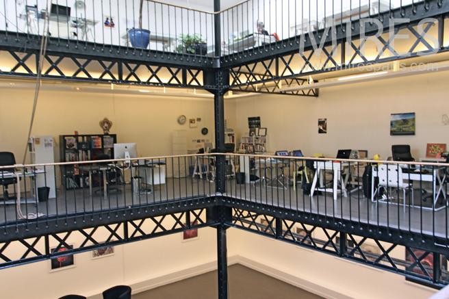 Mezzanine avec bureau en open space c mires paris