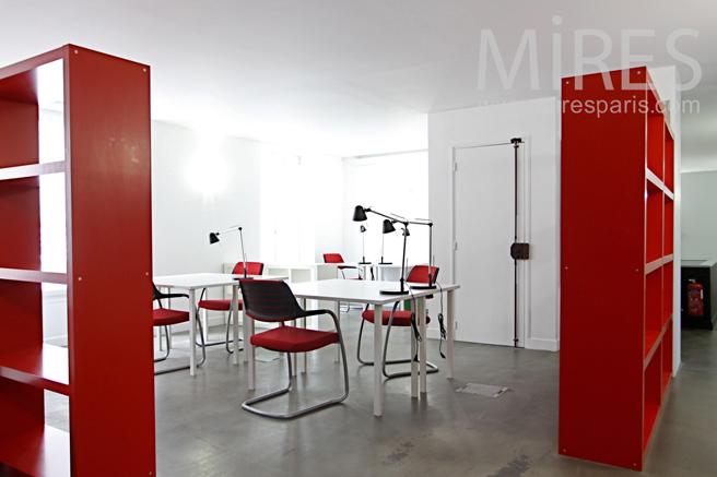 Bureau ambiance rouge. C1181
