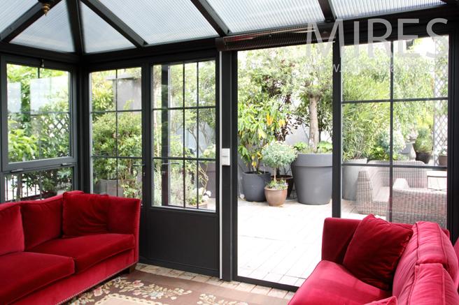 Salon protégé sur la terrasse. C1196