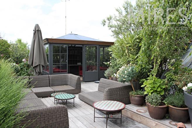 Salon d'été sur la terrasse avec vue privilégiée. C1196