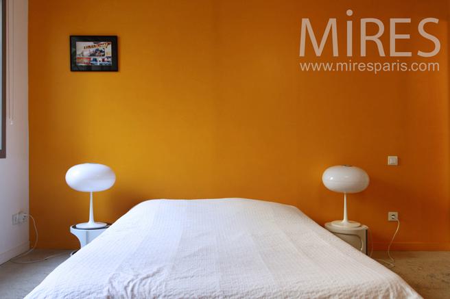 Symmetric bedroom with balcony. C1214