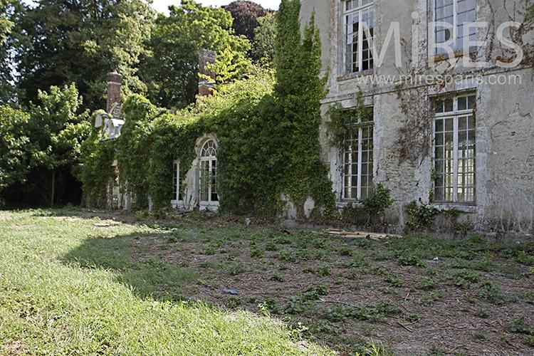 Ruine côté jardin. C1224