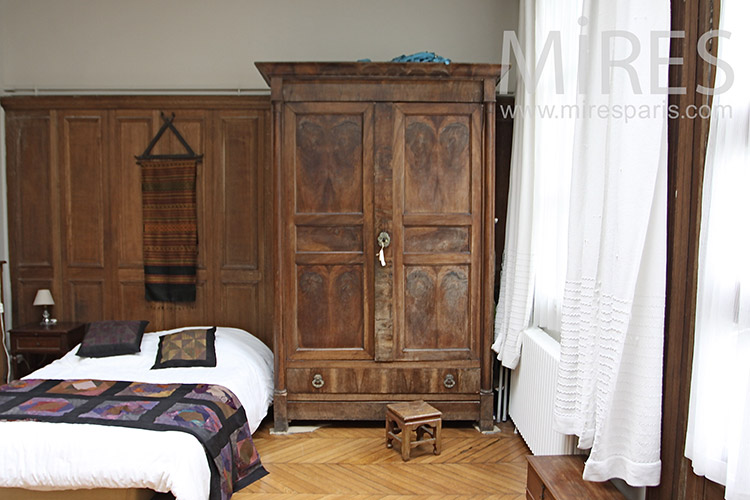 Classic room with wood paneling. C0663