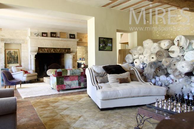 Large mixed style lounge. C1225