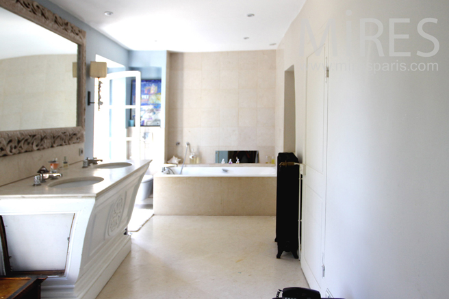 Bathroom, chic and modern with dressing. C1225