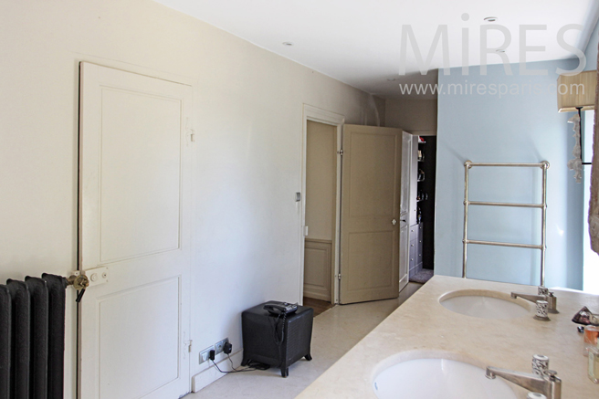 salle de bains chic et moderne avec dressing c1225 mires paris. Black Bedroom Furniture Sets. Home Design Ideas