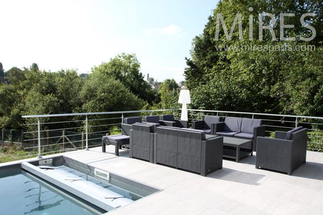 Terrasse et couloir de nage. C1232