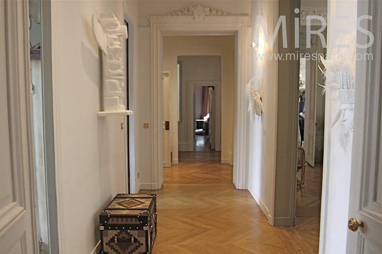 Couloirs et enfilades de portes. C1237