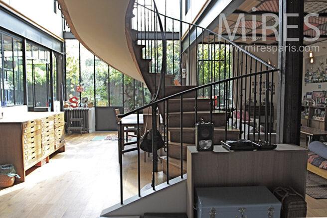 Loft dans atelier vitr c1241 mires paris for Club piscine entrepot