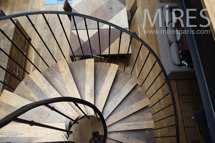 Escalier de bois. C1241
