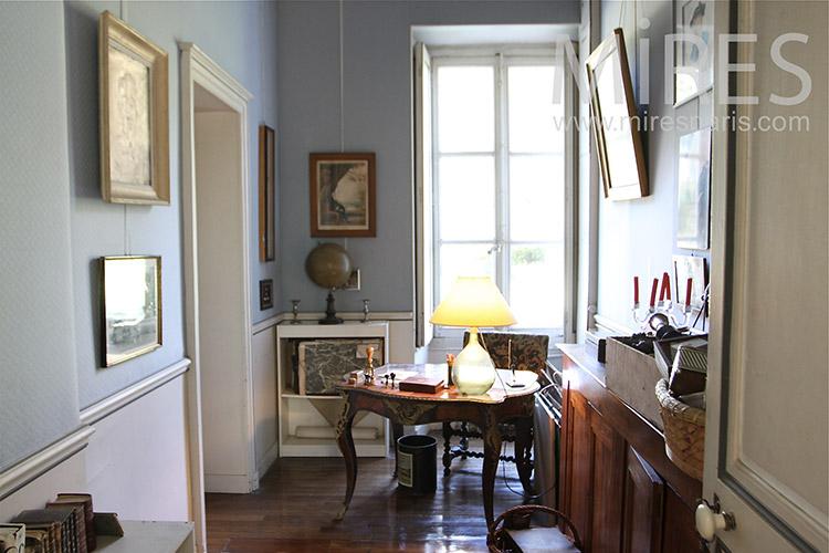 Tiny office. C1249
