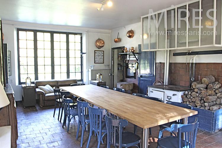 Rustic dining room. C1249