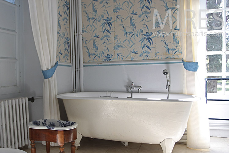 Baths, white, blue. C1249
