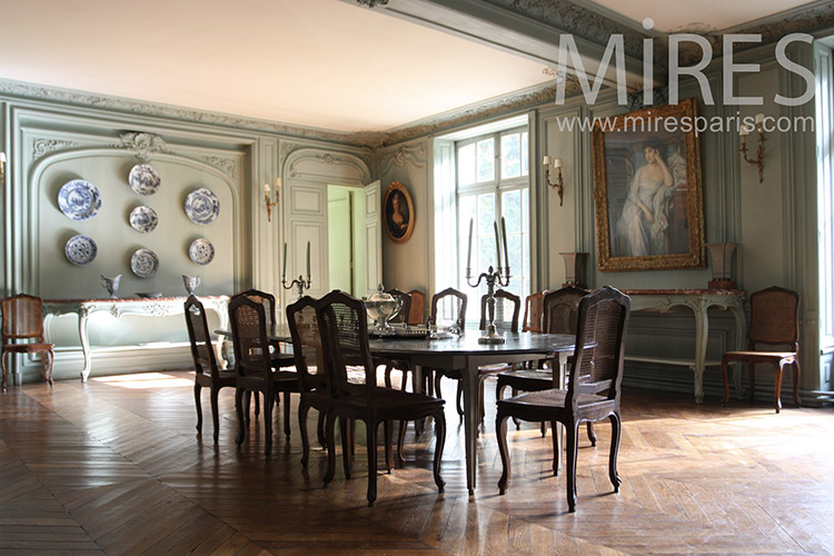 Large dining room. C1258
