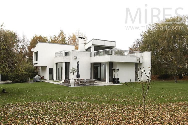 Maison moderne très lumineuse. C1266