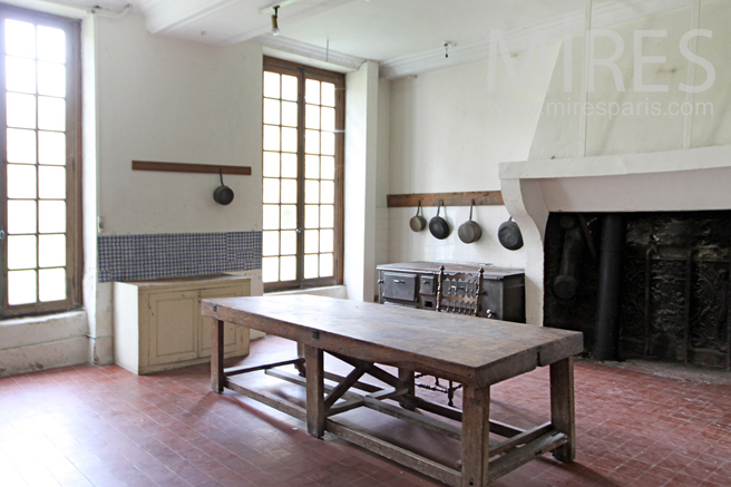 Kitchen with roaster. C1265