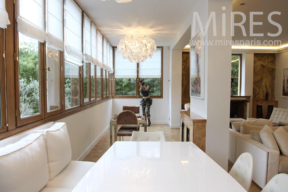 Bright dining room. c0179