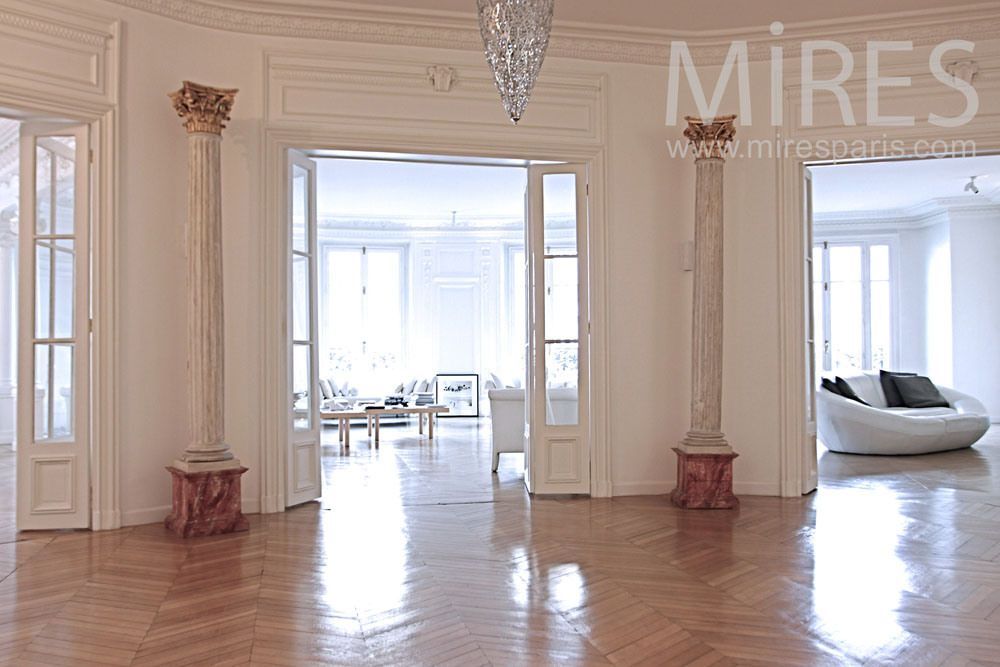 Large naked lobby. C1292