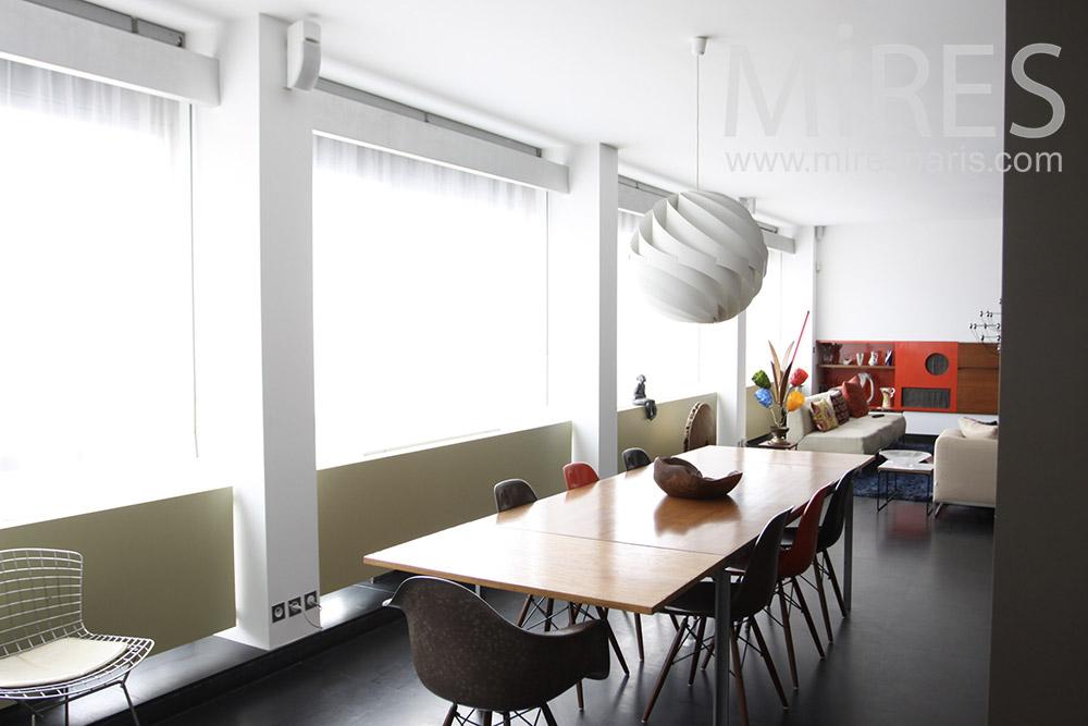Bright dining room. c1293