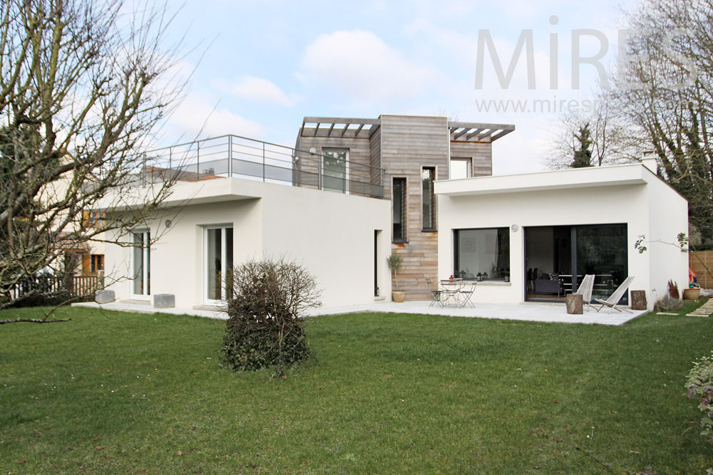 Modern familly house. C1306