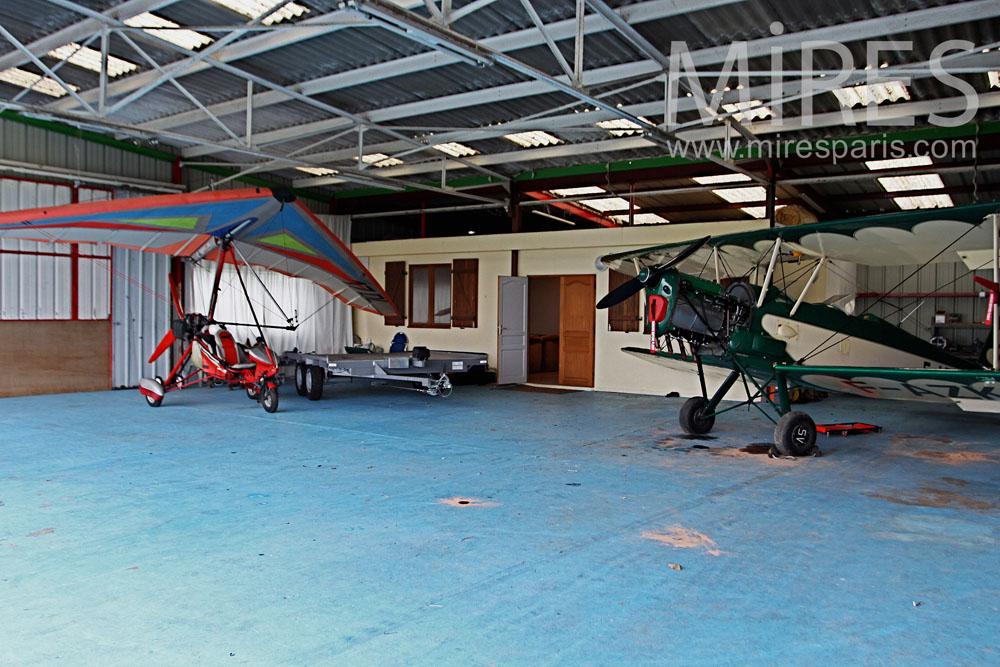 Garage pour avions d'exception. C1308