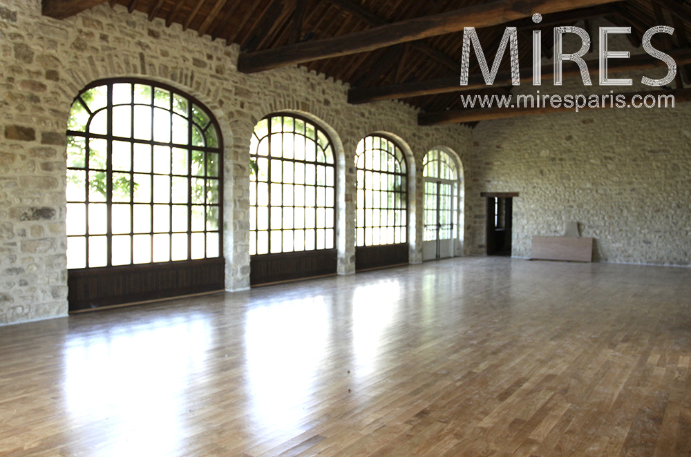 Large independent room for reception. C1310