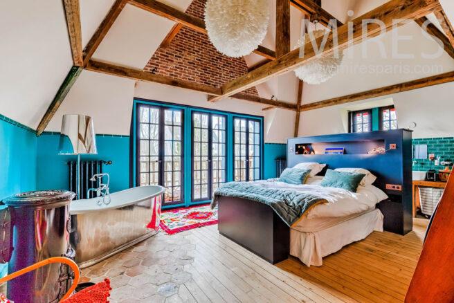Chambre parentale avec salle de bains c1315 mires paris for Chambre design normandie