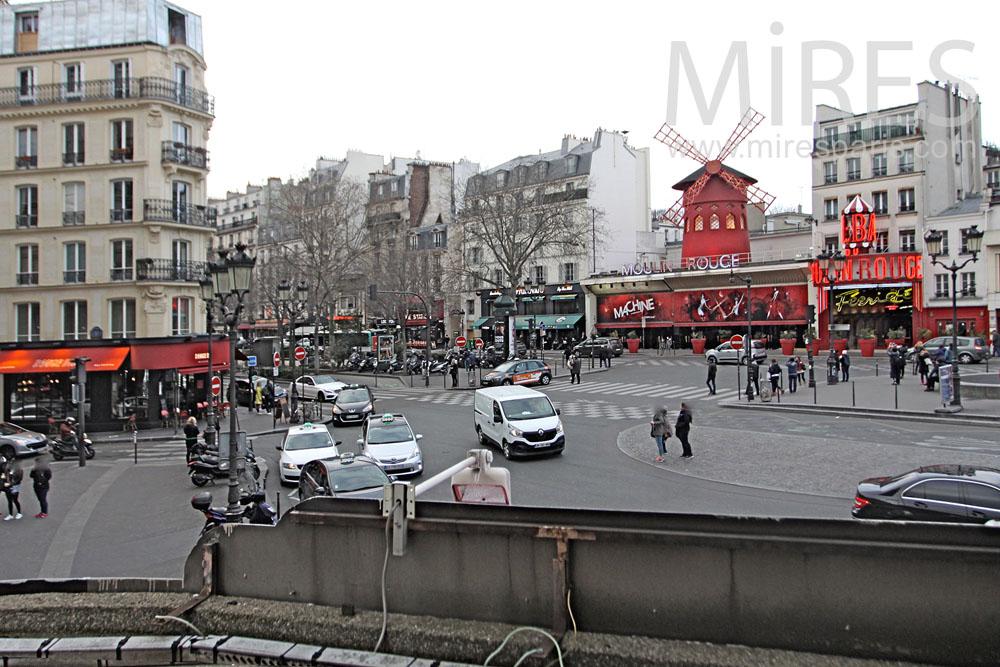 Vue sur le Moulin Rouge. C1319