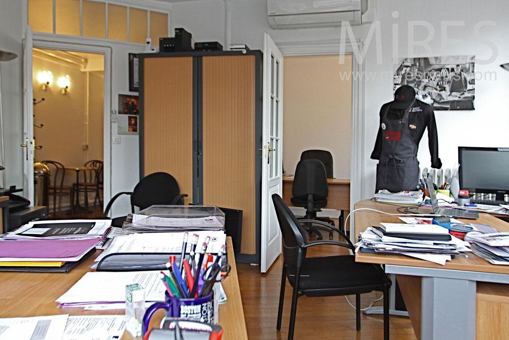 bureaux pour deux personnes avec vue c1319 mires paris. Black Bedroom Furniture Sets. Home Design Ideas