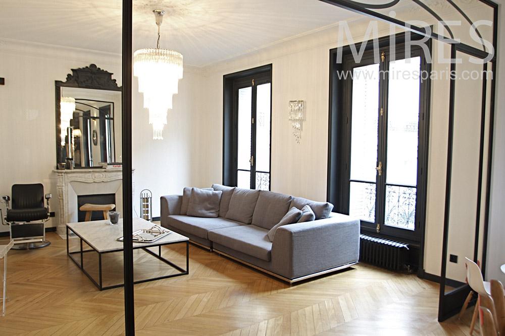Trilogie parisienne, sofa, parquet et cheminée. C1328