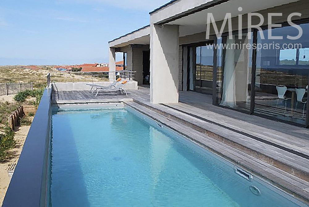 Jolie maison de plage avec piscine. C1250