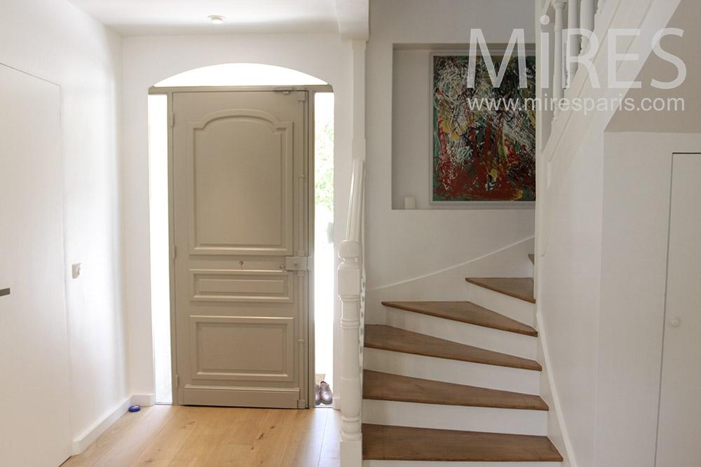 Escaliers de bois classique. C1355