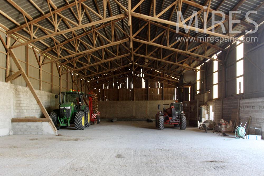 Hangar pour les machines. C1357