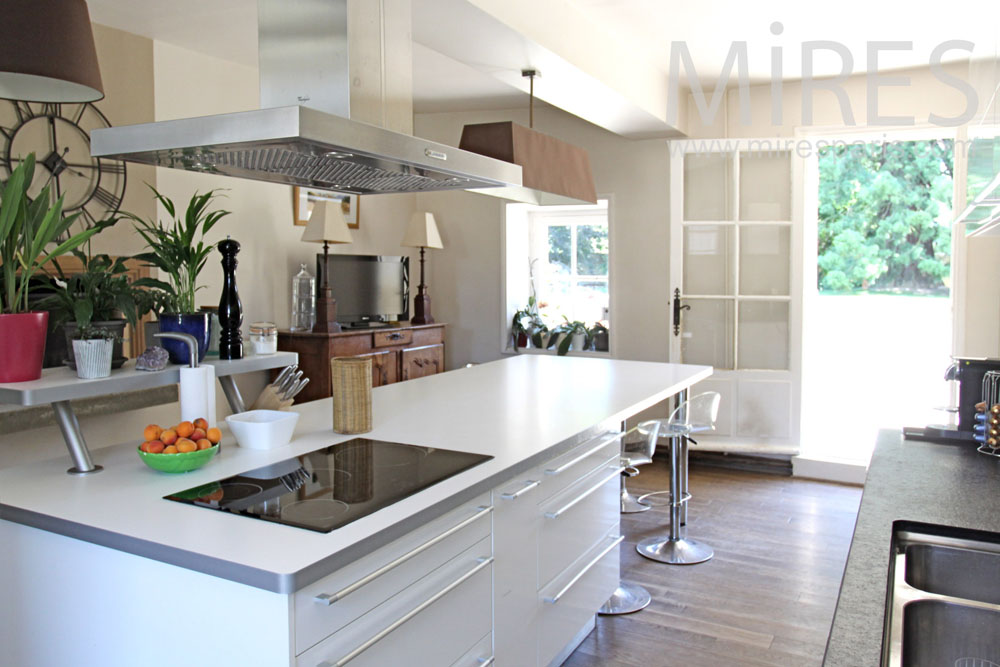 Nice modern kitchen overlooking the garden. C1357