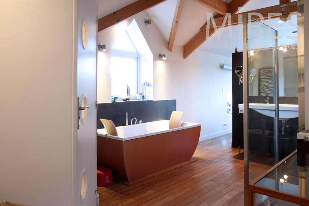 Modern bathroom. C1361