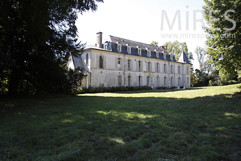 Château et belle ambiance de campagne. C1363