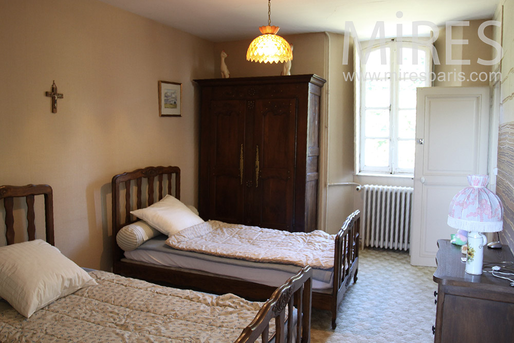 Twin beds. C1363