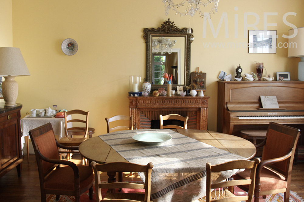 Dining room with piano. C1367