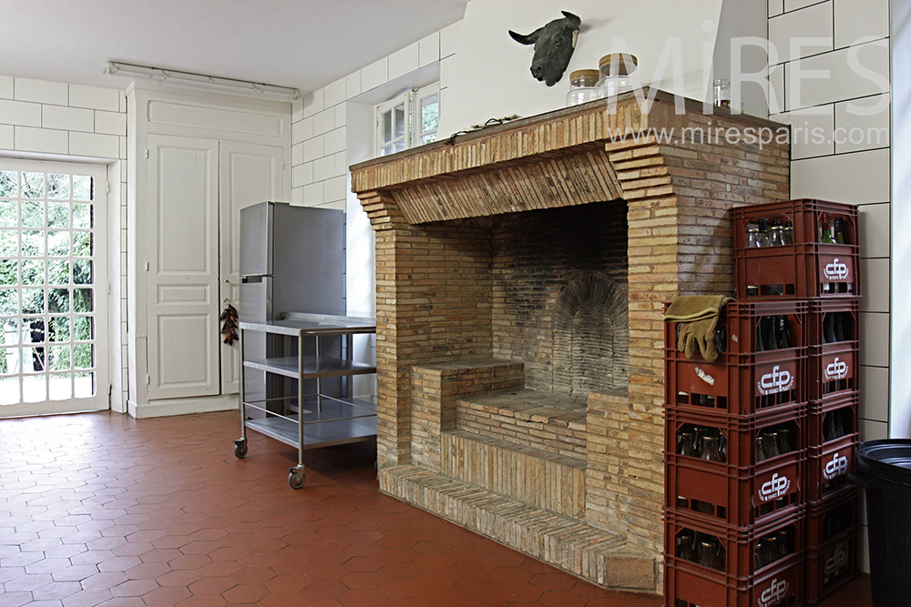 Kitchen and fireplace. c1372