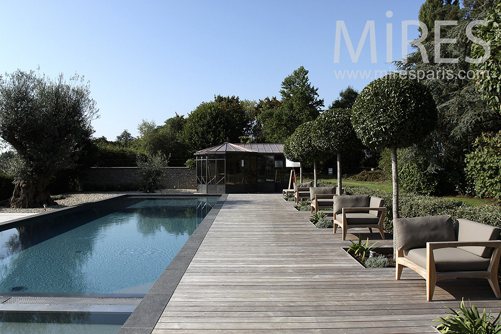 Piscine ext rieure mires paris for Belle piscine paris